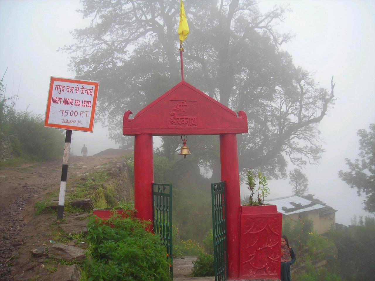Near Triyugi Narayan temple.