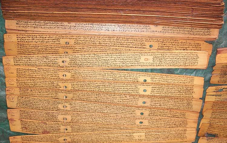 Манускрипты священных текстов на языке каннада в Восточной библиотеке (Oriental Library) Майсура